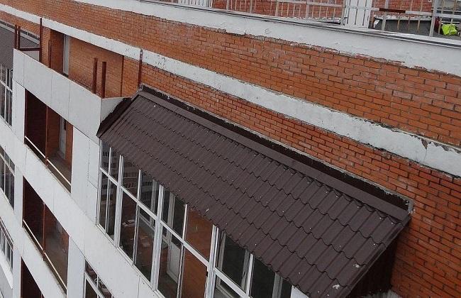 металлочерепица на крыше балкона