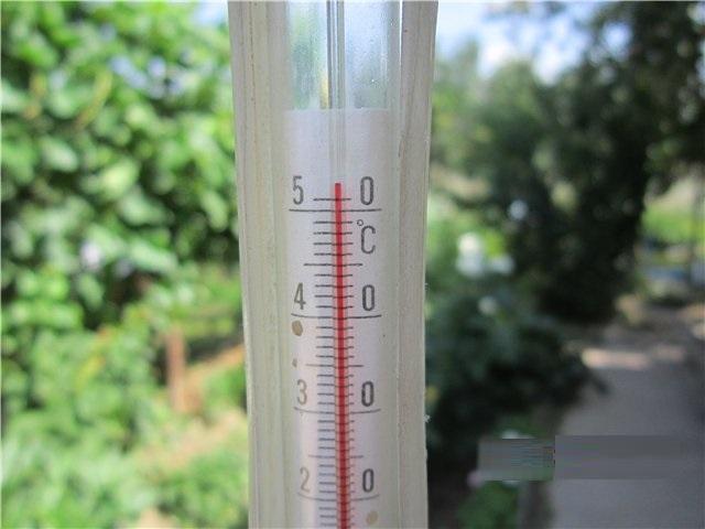 термометр под прямыми солнечными лучами