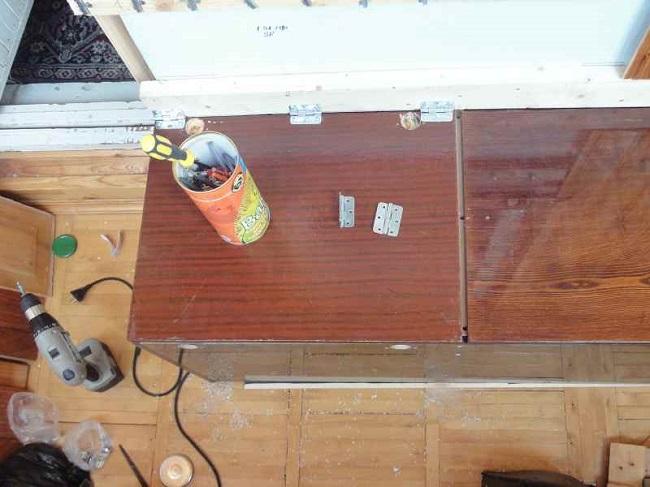крепление крышки скамейки петлями