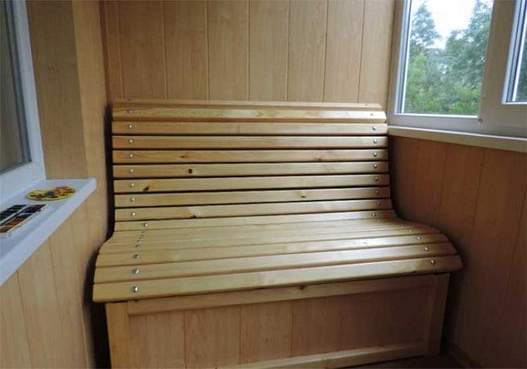 скамейка из вагонки на балкон