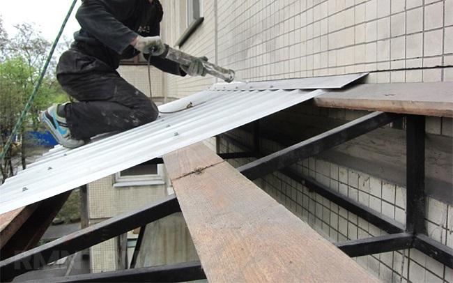 обработка стыков отлива крыши