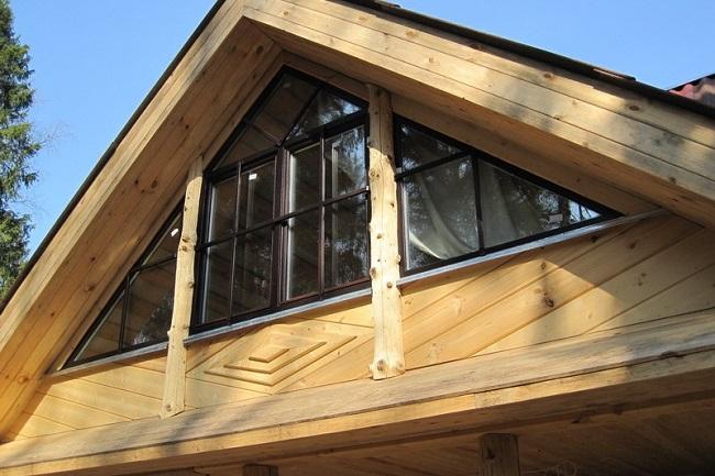 фронтонные окна в щипцовой стене