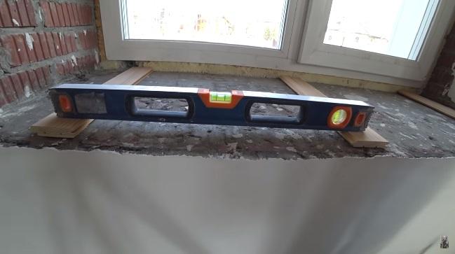 монтаж каменных подоконников