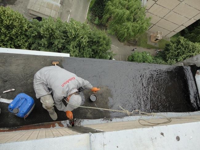 покрытие крыши балкона битумом