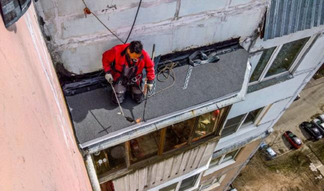 ремонт крыши балкона альпинистами