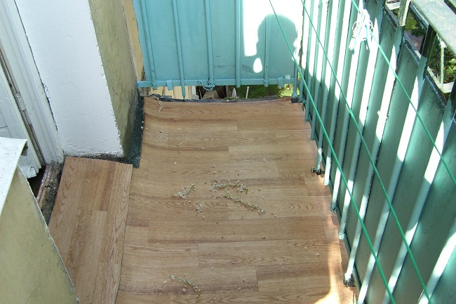линолеум на открытом балконе