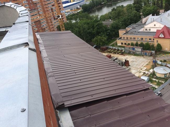 Неправильный монтаж кровли балкона