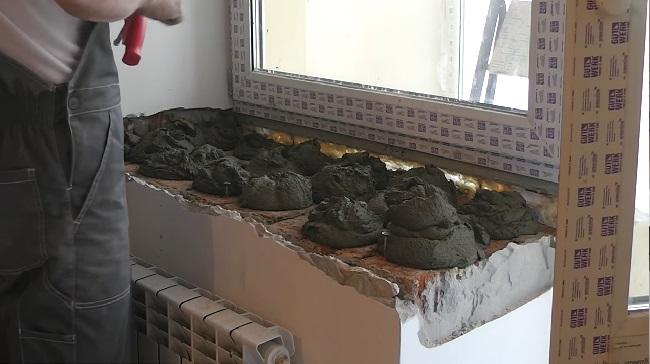 установка каменного подоконника на клеевой раствор