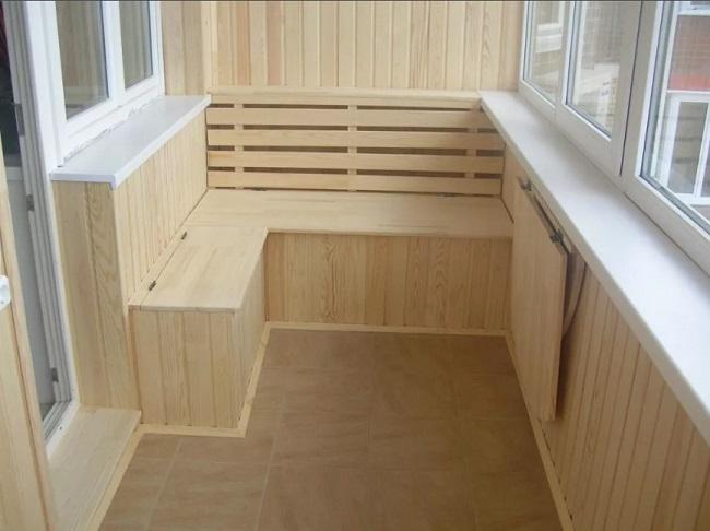 деревянная скамейка с ящиками угловая