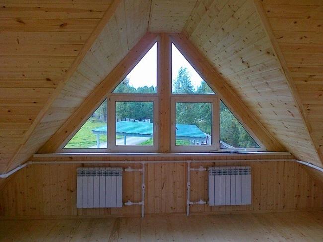 треугольные окна св деревянном доме