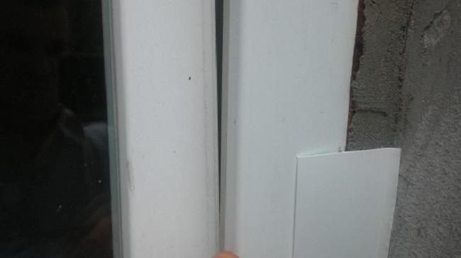 нащельник на всю ширину стыка окна