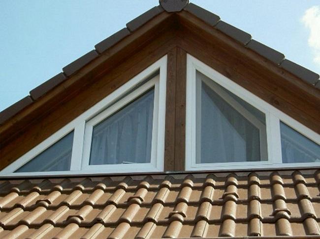 треугольные окна с открывающимися створками