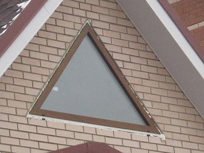 глухие треугольные окна