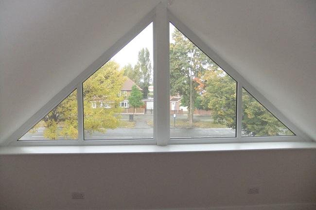 равнобедренное треугольное окно