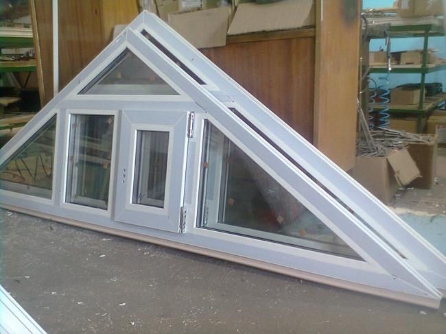 треугольное окно готовое к установке