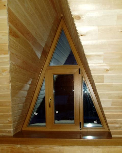 деревянные треугольные окна