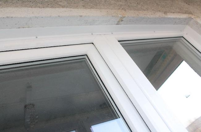 металлический нащельник на саморезах на пластиковое окно