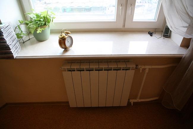 расстояние от края подоконника до радиатора