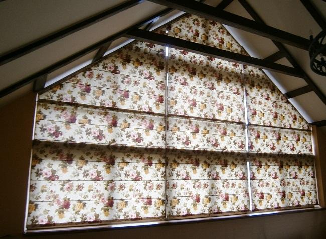римские шторы на треугольные окна