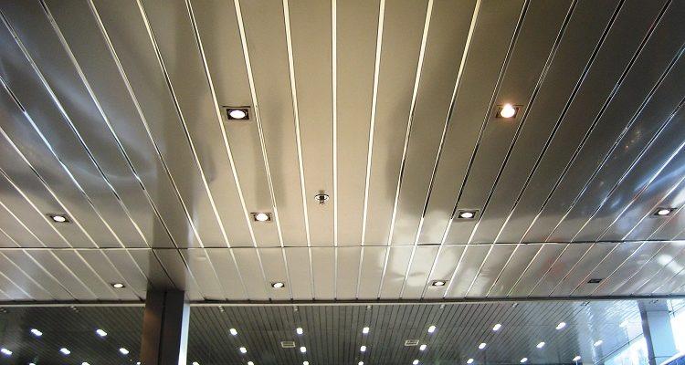 глянцевые панели для отделки потолков