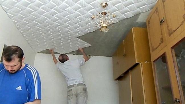 монтаж пенопластовой плитки на потолок своими