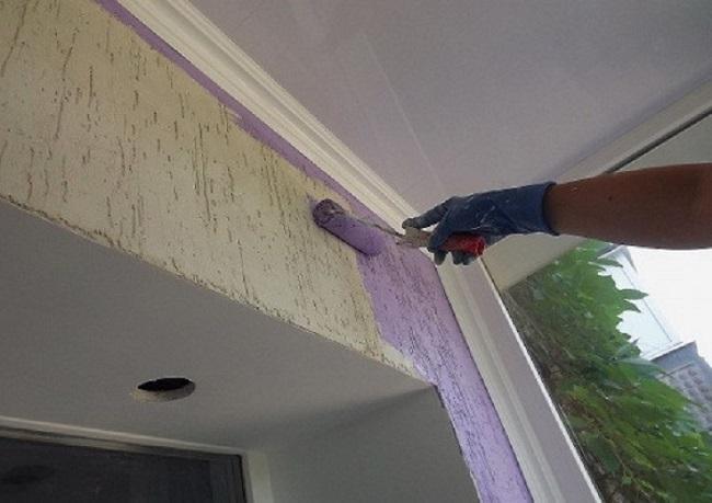 отделка стен на балконе короедом