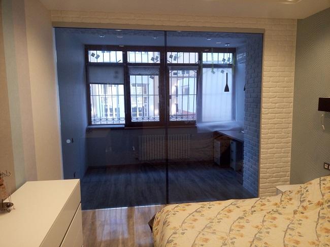 стеклянная перегородка между балконом и комнатой