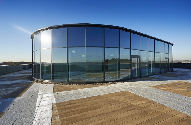 применение фасадного остекления в дизайне зданий