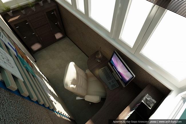 компьютер на маленьком балконе