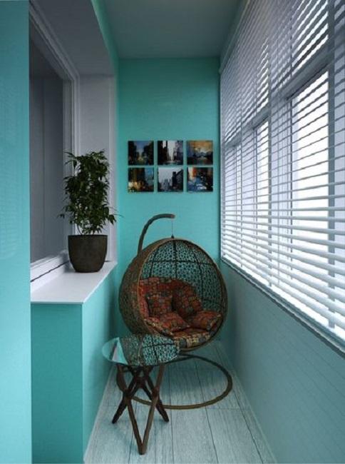 подвесное кресло на балконе