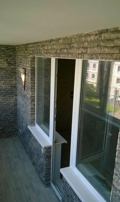 отделка стен балкона под кирпич