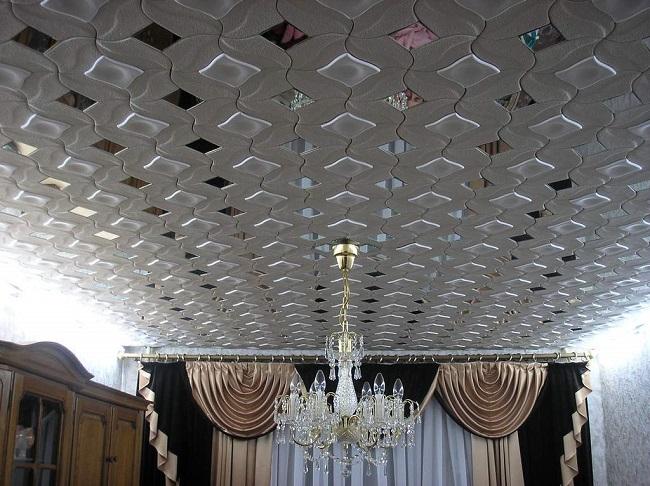 потолочная плитка с зеркальным эффектом