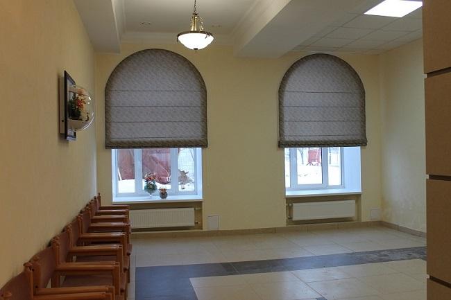 римские шторы на арочные окна