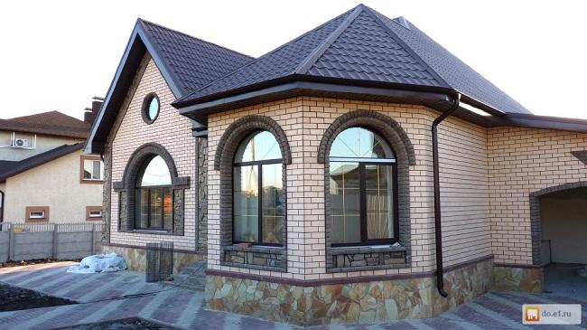 арочные окна в частных домах