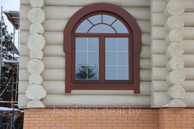 арочное окно в деревянном доме
