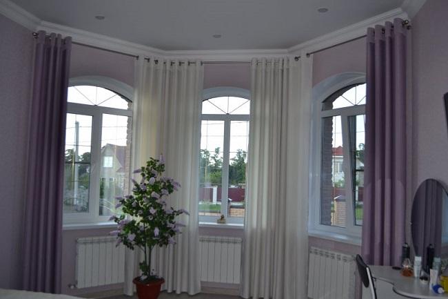 арочные окна с прямыми карнизами