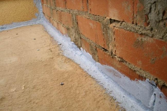 гидроизоляция щелей и стыков на балконе