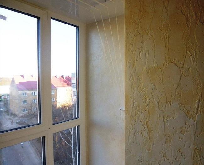 фактурная штукатурка в отделке балкона