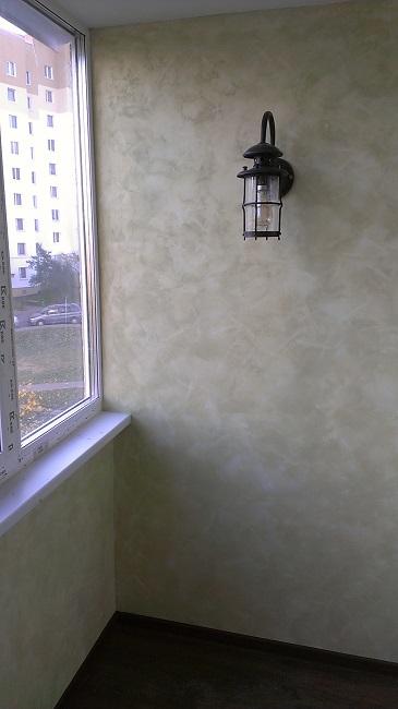 фактурная штукатурка на балконе