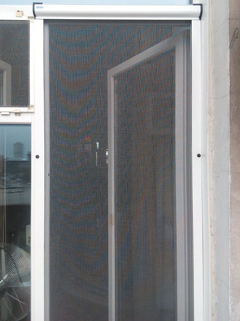 антимоскитная сетка роллеты на пластиковое окно