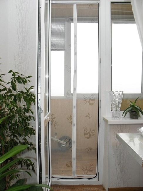 антимоскитная сетка на магнитах на балконную дверь