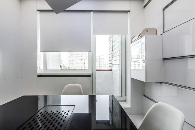 роллшторы на кухню с балконом