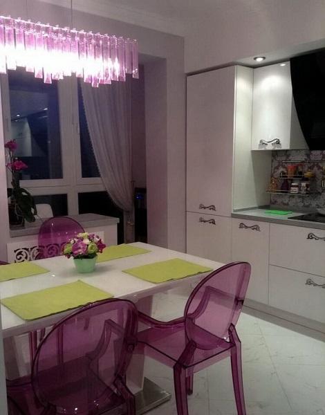 цветные светильники на кухне