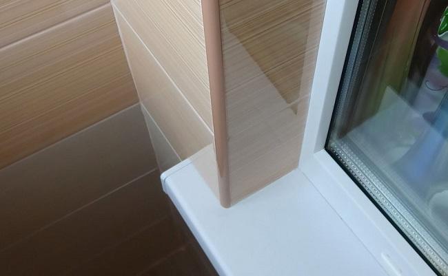 откосы из керамической плитки на пластиковые окна