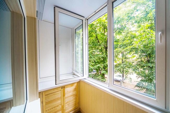 распашные алюминиевые окна на балкон