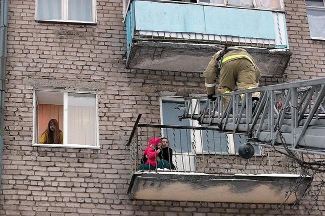 эвакуация людей с балкона
