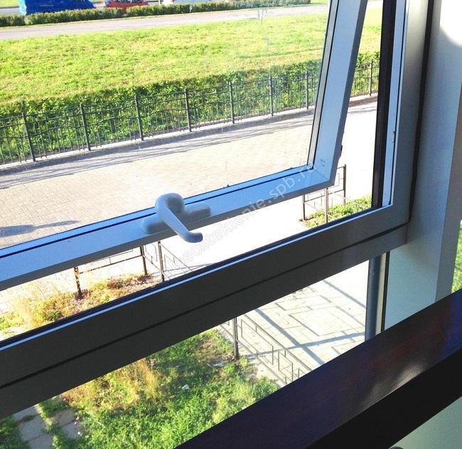 подвесное открывание окна на балконе