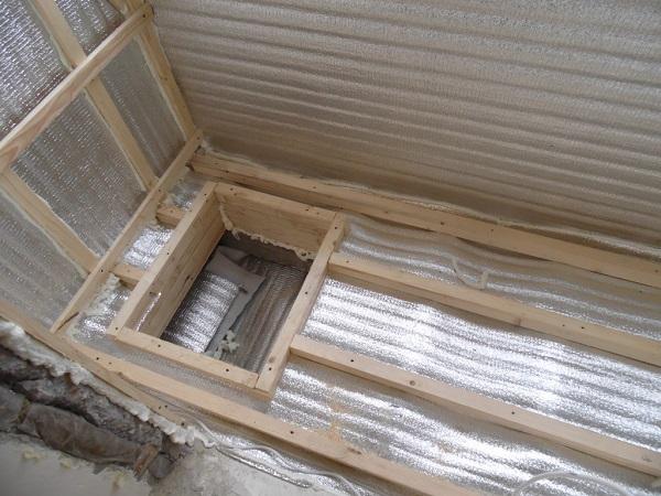 укладка лаг на балконе с люком