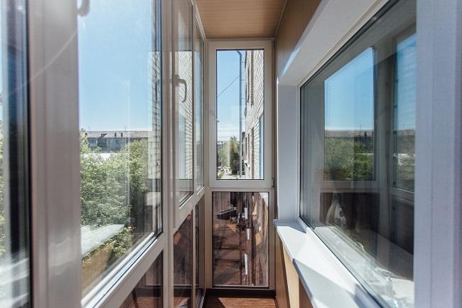 теплое панорамное остекление балконов