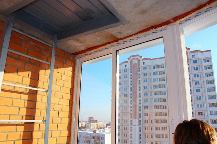 как заделать люк на балконе